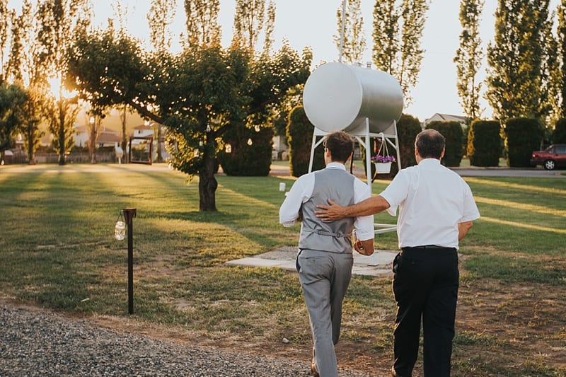 114Kelowna Photographer Okanagan Wedding Photography Backyard