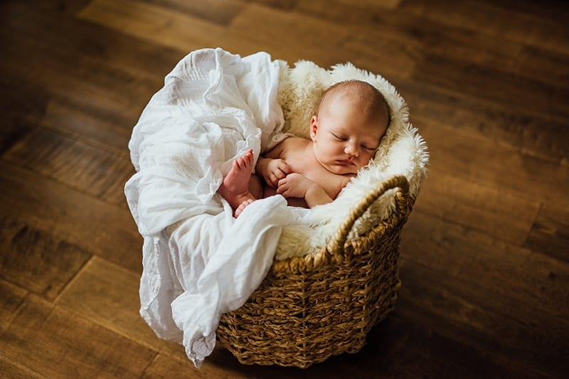 Kelowna Lifestyle Newborn Photograprapher Carly Barnett Photography_2845